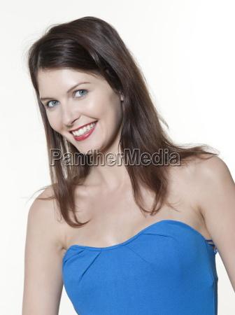 frau blau lachen lacht lachend belaecheln