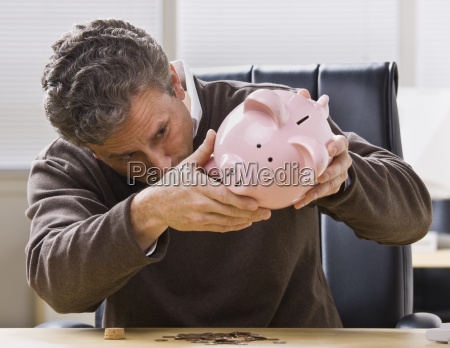 mann der piggy bank