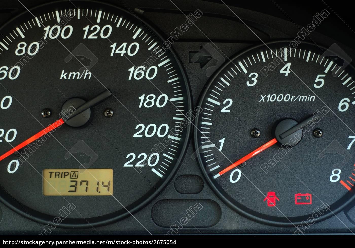 Armaturenbrett  auto-armaturenbrett mit geschwindigkeit und drehzahl - Stock Photo ...