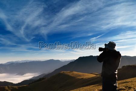 kamera standed und erschossen whith wolken