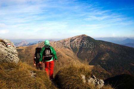arrampicata in montagna stagione autunnale