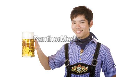 laechelnde asiatische holding oktoberfest bier stein