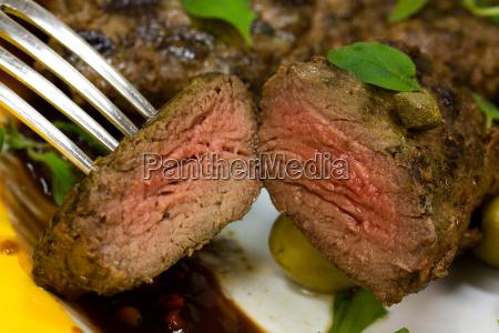 lamm medaillons steak mit rucola