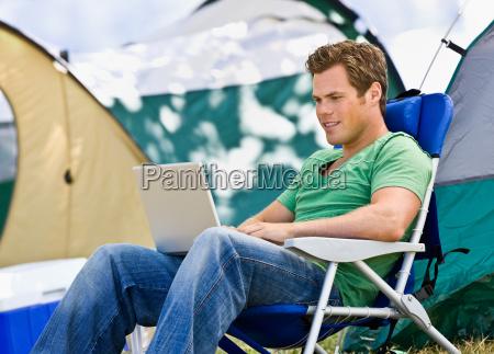 camper, laptop - 2822737