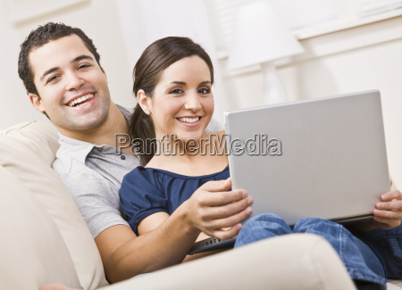 couple, with, laptop - 2835363