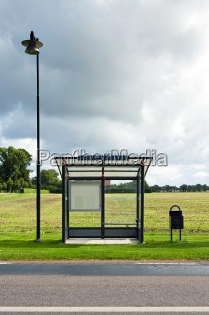 verkehr verkehrswesen feld bushaltestelle transport transportieren