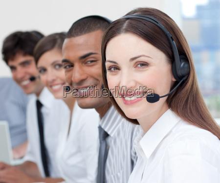 eine gruppe von kunden service agenten