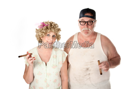 homely paar mit zigarren auf weissem