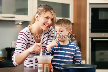kochen in familie die sosse