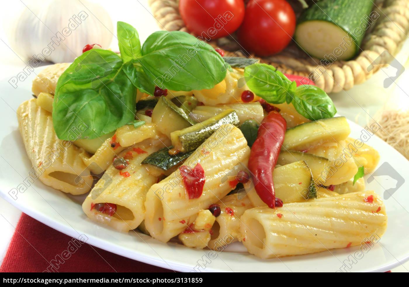tortiglione, mit, feurigen, chili, und, zuccini - 3131859