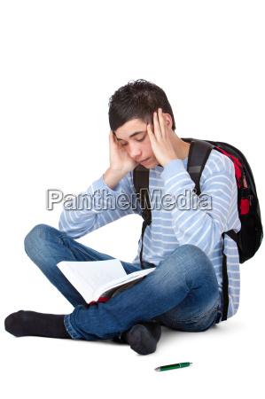 student lernt frustriert und muede