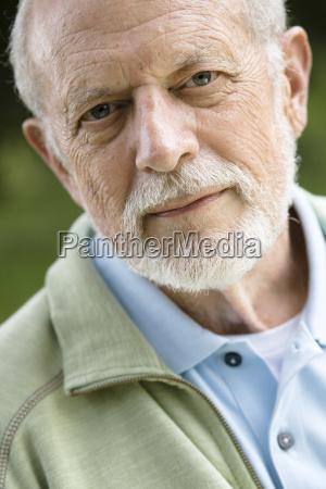 maennlich mannhaft maskulin viril portrait portraet