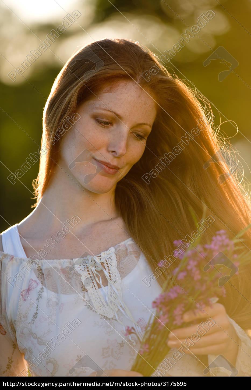 Stockfoto 3175695 Lange Rote Haare Frau In Romantischer Sonnenuntergangwiese