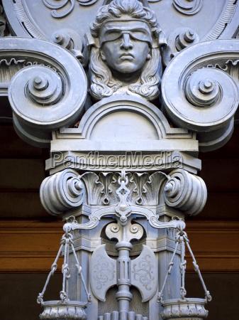 justizia mit augenbinde