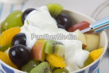 fruits with yoghurt sauce