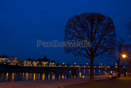 elbe at night