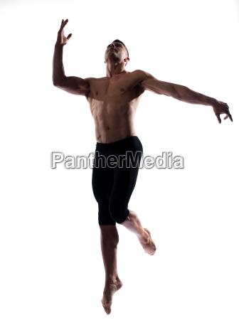 man portrait gymnastischen sprung