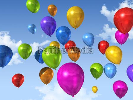 farbige luftballons auf einem blauen himmel