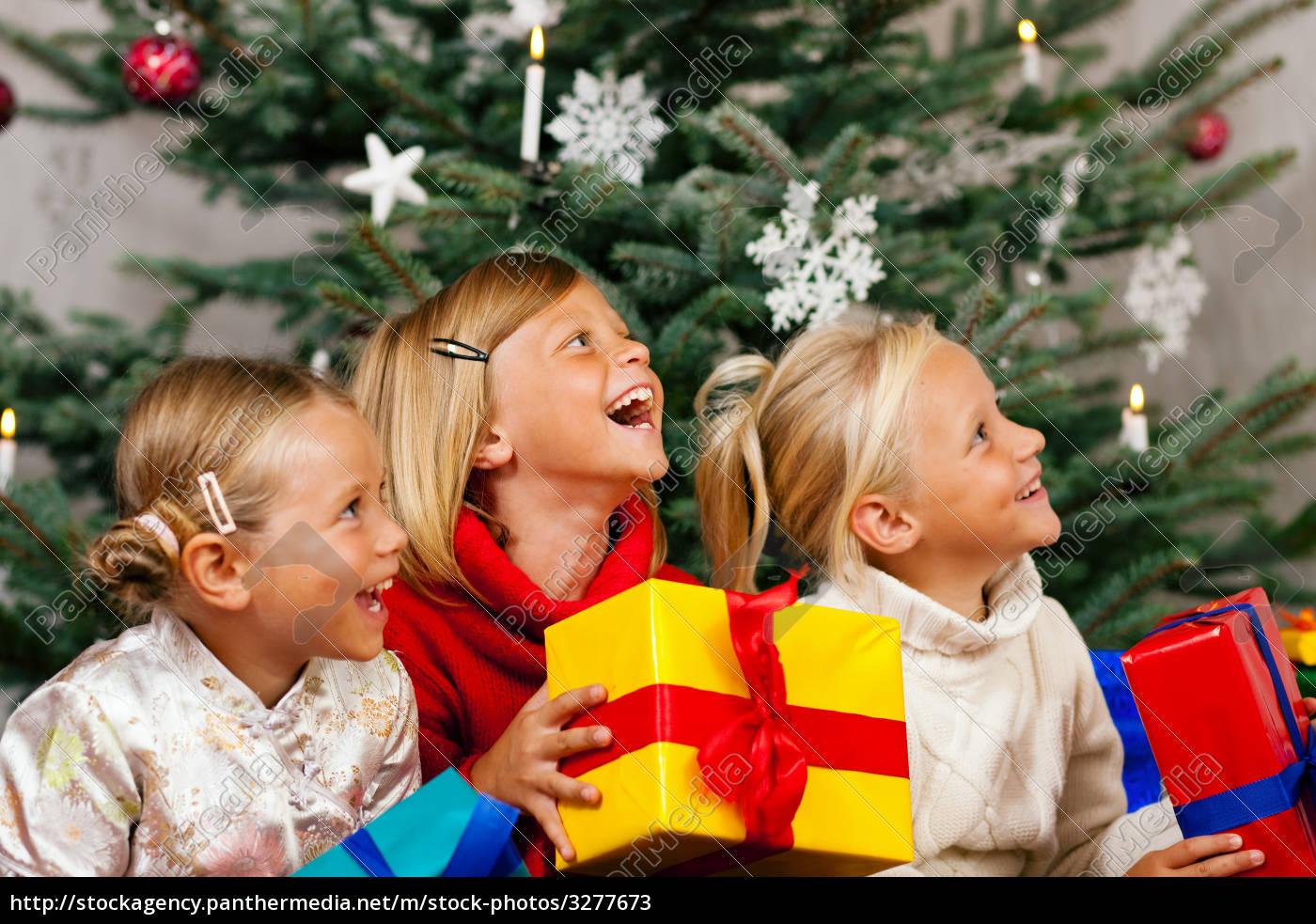 Weihnachten Kinder.Lizenzfreies Bild 3277673 Weihnachten Kinder Mit Geschenken