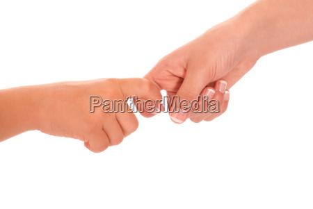frau hand haende handschlag haendedruck freisteller