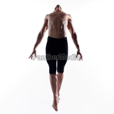 mann portraet gymnastik sprung
