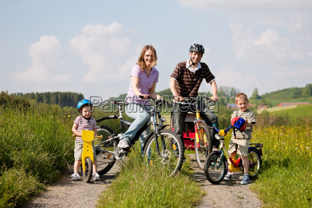 familie, fährt, fahrrad, im, sommer - 3290335