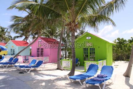 bunte strandhAtten auf den bahamas