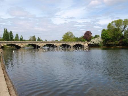 serpentine lake london