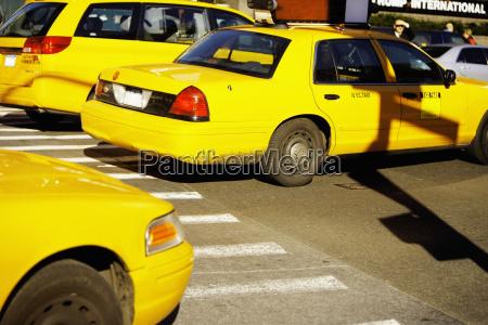 gelbe taxis auf einer strasse times