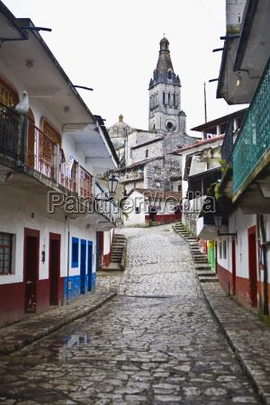 kathedrale in einer stadt cuetzalan bundesstaat