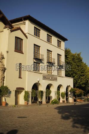 fassade eines gebaeudes mexikanisches kulturinstitut los