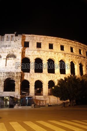 amphitheater in pula bei nacht