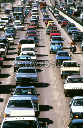 auf arbeitsmappe verkehrs autobahn