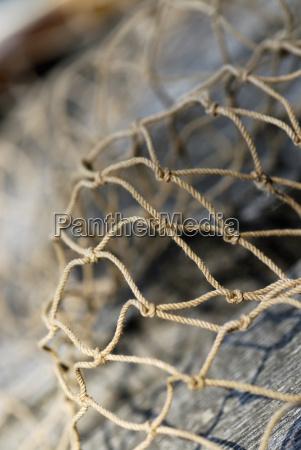 close up von einem kommerziellen fischernetz