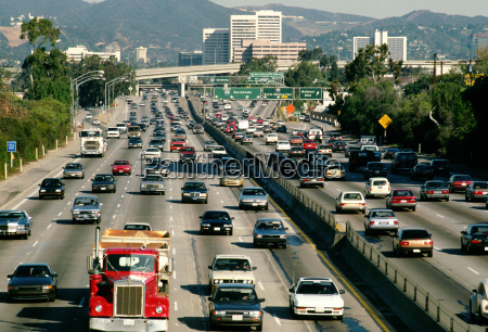 traffic on los angeles highway and