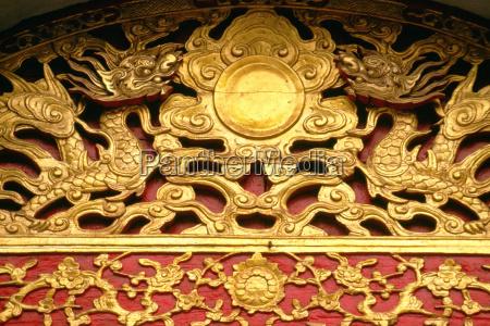 goldene drachen am tempel der literatur