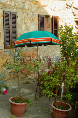 potted plants in lawn san gimignano