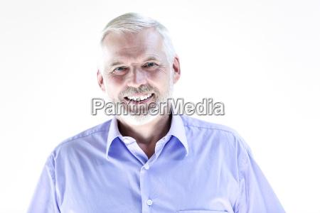 senior mann portraet pucker unzufrieden