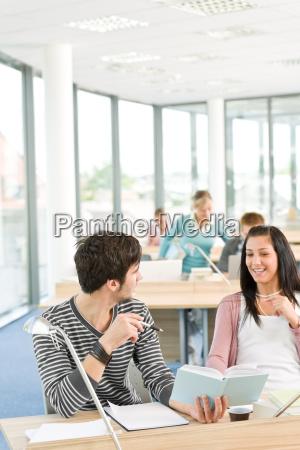 frau studieren studium jugendlicher teenager teenie