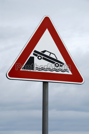 caution hafenkante