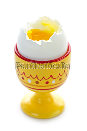weiches gekochtes ei in einer tasse