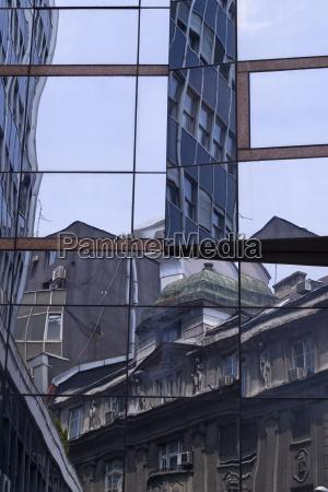 belgrader architektur glasreflexe