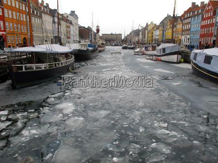 copenhagen nyhavn winter