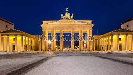 brandenburg gate in winter
