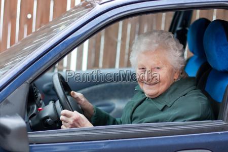 guidare la nonna auto