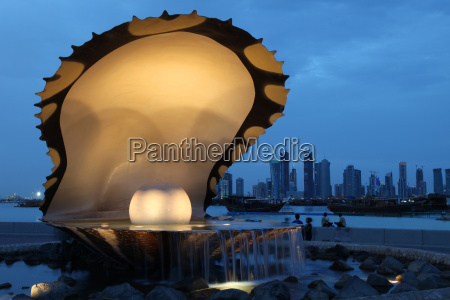 pearl and oyster brunnen in qatar