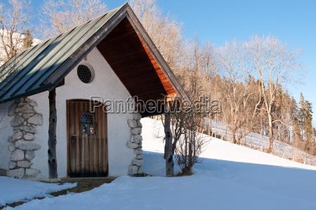bergkapelle im winter