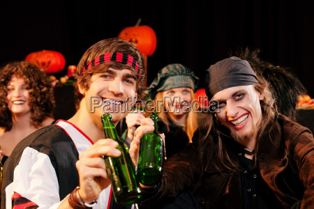 party zu fasching oder halloween