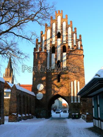 inverno cancello portale mura segni simbolo