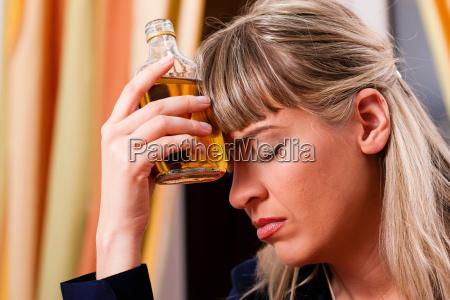 alkohol und missbrauch frau trinkt